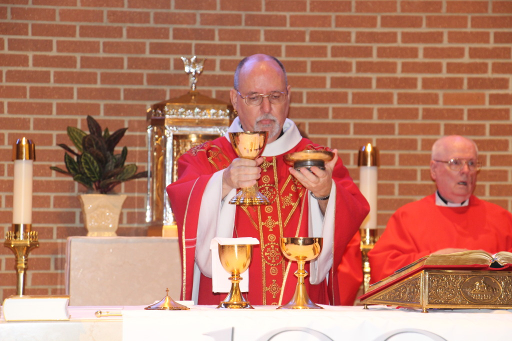 Father Matthew Rooehrig, SSP celebrating the Holy Mass